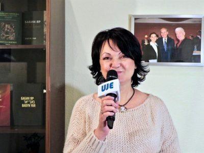 Яель (Ірена Троц), популярна художниця  у Києві, в офісі UJE  10 листопада 2017 року