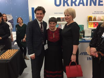 Ukraine's Minister of Culture Yevhen Nyshchuk (left); Jacks Thomas, director of the London Book Fair (middle); and Natalia Galibarenko, Ambassador Extraordinary and Plenipotentiary of Ukraine to the United Kingdom of Great Britain and Northern Ireland (right).