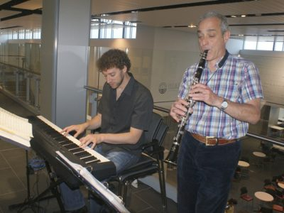 Jonno Lightstone on clarinet and Eric Stein (artistic director for Toronto's Ashkenaz Festival) on keyboard, demonstrating common features in Jewish and Ukrainian music