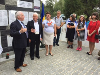 UJE Board Member Berel Rodal (left), Holocaust survivor Israel Zinman (middle) and Mayor Oksana Slobodeniuk at the unveiling of the Holocaust memorial in Velyki Mezhyrichi on July 27, 2018.