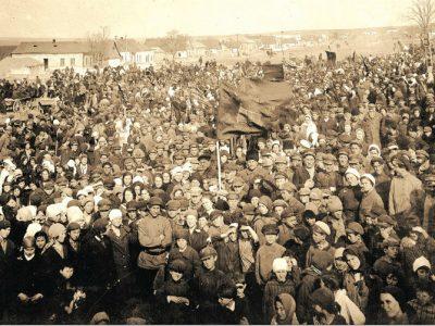 Демонстрація під час офіційного відкриття першого єврейського національного району. Калініндорф, Україна, 1927 р. Інститут єврейських досліджень, Нью-Йорк