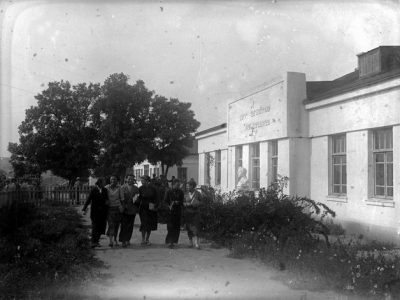 Pedagogical college in the district center of Kalinindorf. Photo from the collection of the Russian Museum of Ethnography in St. Petersburg, where the OZET archives are held.