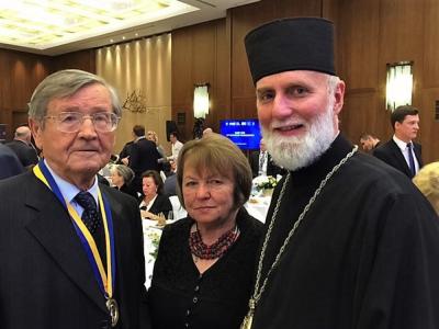 Іван Дзюба (ліворуч) та Бори́с Ґудзя́к єпископ Української Греко-католицької церкви (праворуч).
