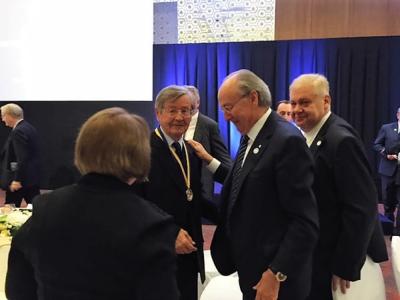 Іван Дзюба (ліворуч) та Джеймс Костянтин Tемертей, голова ради директорів «Українсько-єврейської зустрічі» (праворуч).