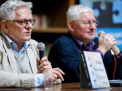 Автор Гжеґож Ґауден (зліва) та модератор і перекладач Андрій Павлишина (справа).