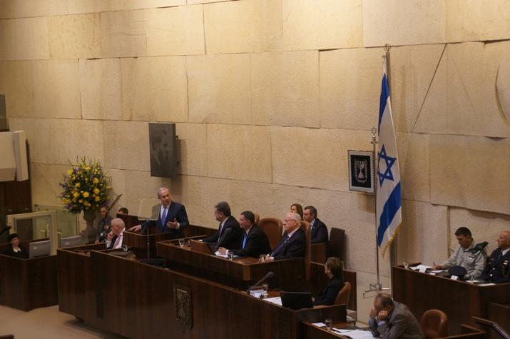 Israel's prime minister Benjamin Netanyahu greets Ukraine's president, Petro Poroshenko.