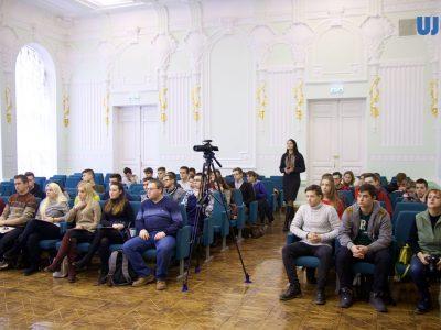 Відвідувачі Конференції – молоді науковці та студенти, під час першого пленарного засідання.