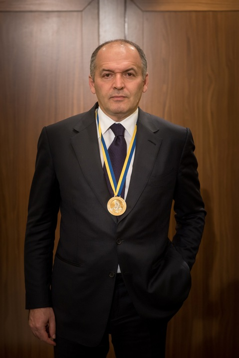 Victor Pinchuk with medal