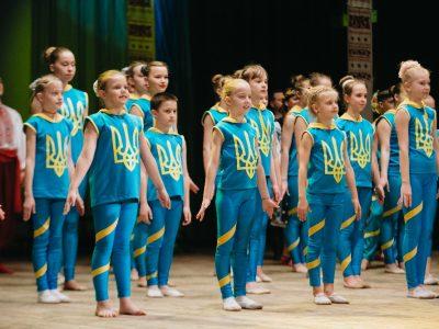 Виступ молодих спортсменів під час святкової програми на честь відкриття заключного етапу XXII Всеукраїнської учнівської Олімпіади з історії, 24 березня 2017 року, м. Черкаси (Україна).