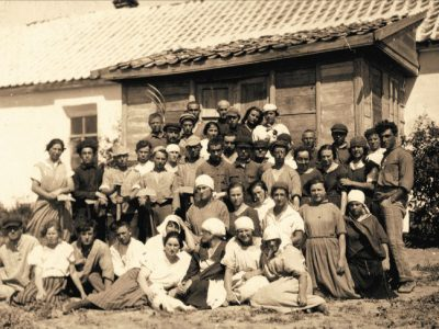 "Members of the Tel Chai commune (renamed ""October"" in 1928), Crimea, 1920s. YIVO Institute for Jewish Research, New York"