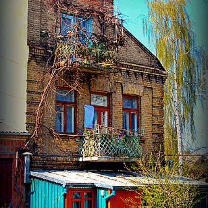 A Jewish building in the heart of Mokryi Luh (Oleksandr Kotys)